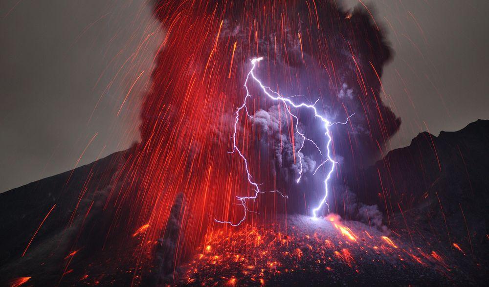 Volcanic lightning 2